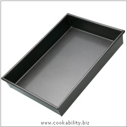 Bakeware Cake Pan Rectangular. Derived work from original images, © Thomas Plant 2008 onwards, used with permission.