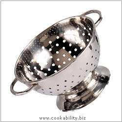 Kitchencraft Mini Novelty Colander. Derived work from original images, © Thomas Plant 2006 and prior, used with permission.