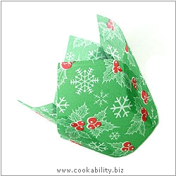Easybake Tulip Muffin Cases Holly. Original product image, © Cookability