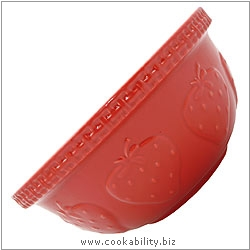 Traditional Strawberry Mixing Bowl. Original product image, © Cookability
