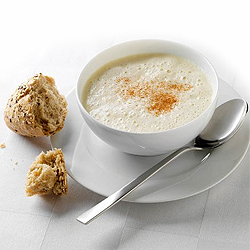 Photo of Frothy celery and apple soup with cinnamon